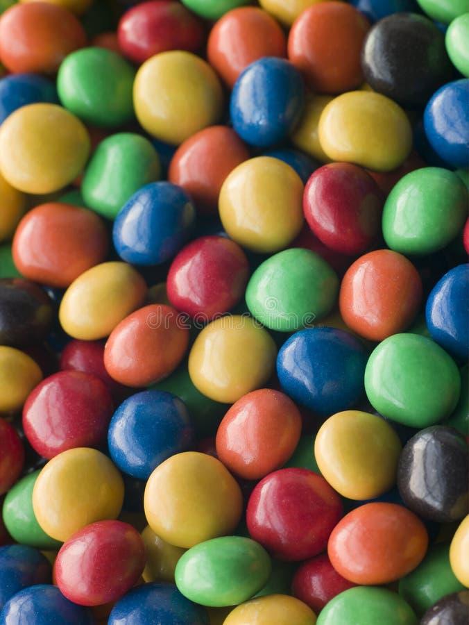 糖果涂上巧克力的下落 免版税库存照片