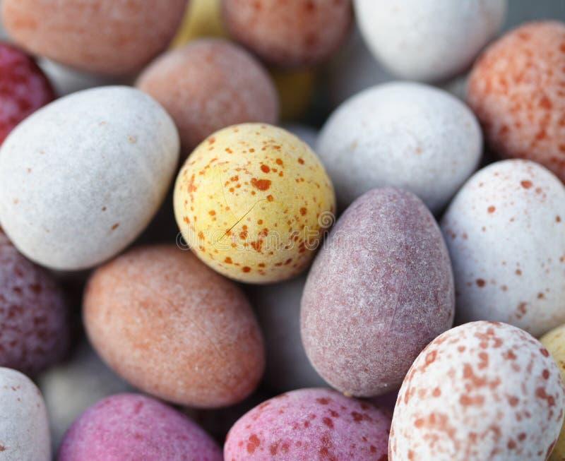 糖果涂了巧克力的鸡蛋 免版税库存图片