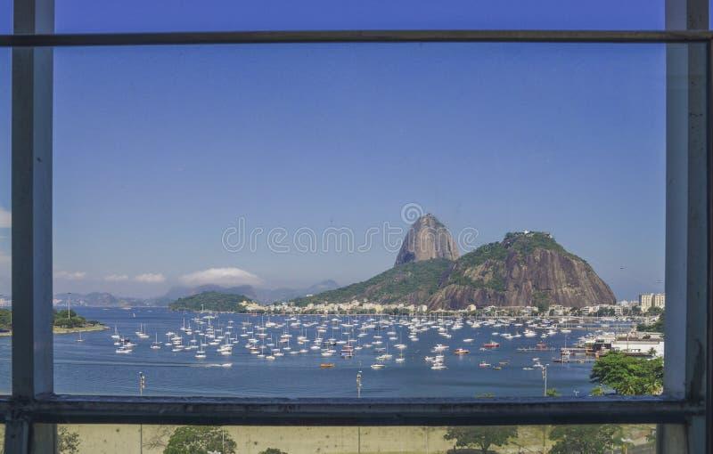 糖面包山框架,当地已知作为Pao de Acucar在里约热内卢 免版税库存图片