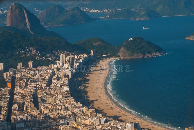 糖面包山鸟瞰图在里约热内卢 库存图片