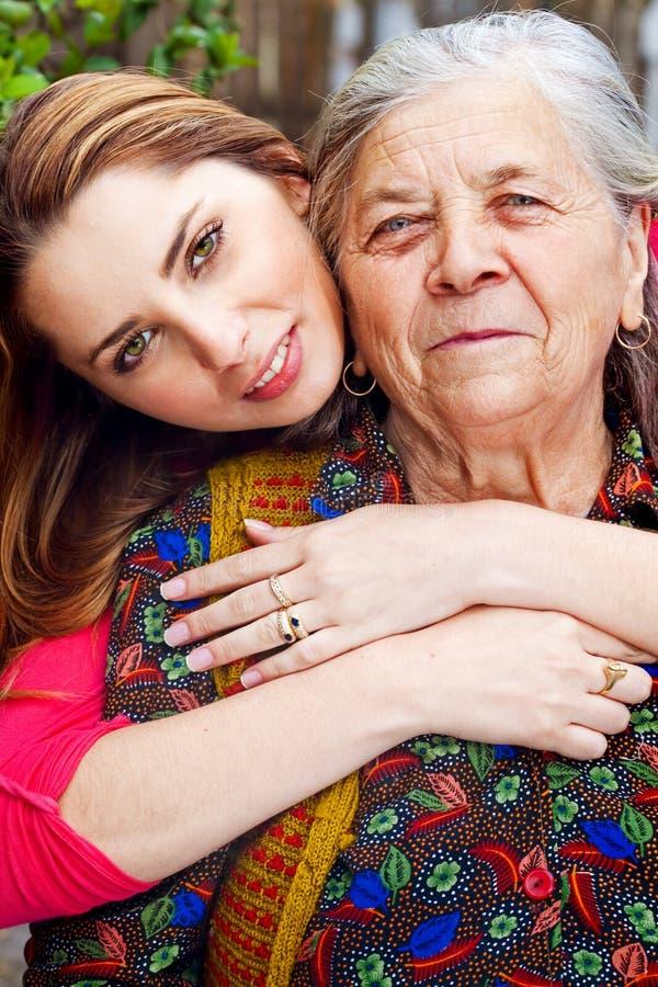 系列祖母愉快的妇女年轻人 库存图片