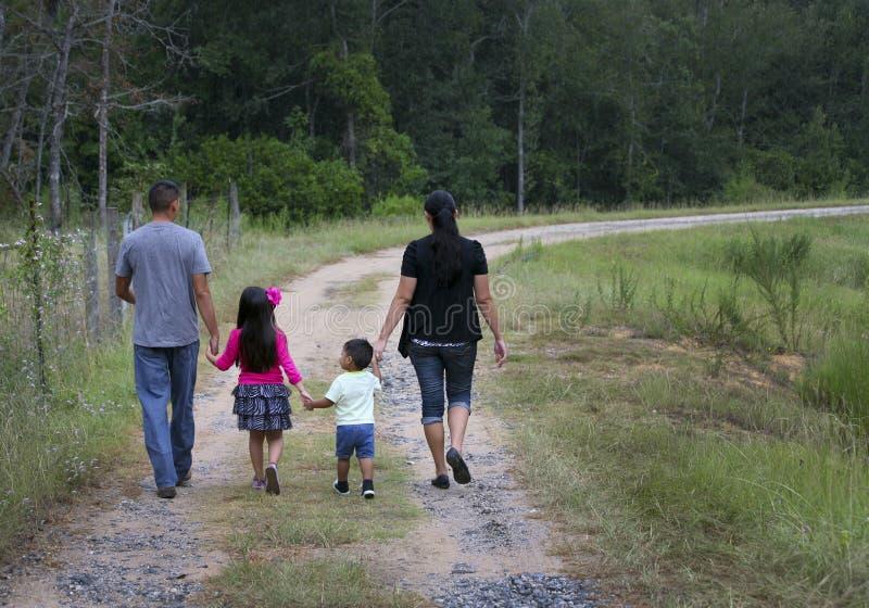 系列西班牙家庭走 库存照片