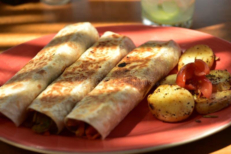 素食主义者面卷饼板材在餐馆在巴哈,墨西哥 免版税库存图片