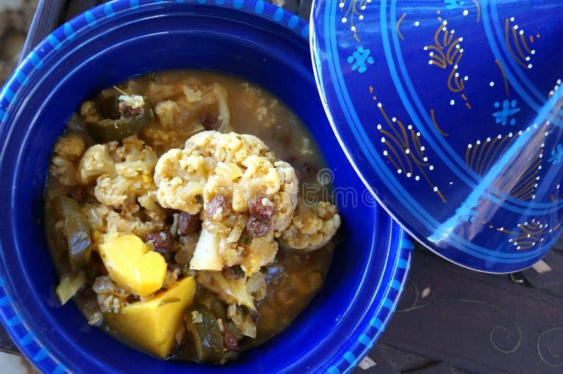 素食主义者Tagine做用花椰菜和土豆 库存照片