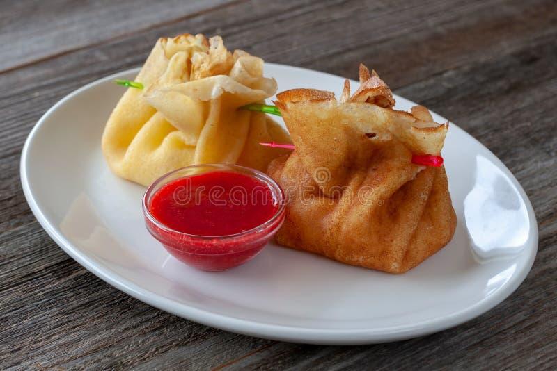 素食早餐:薄煎饼充塞用酸奶干酪与 库存图片