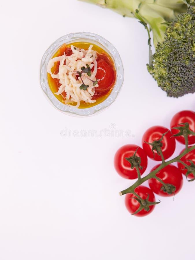 素食硬花甘蓝绿色汤纯汁浓汤用蕃茄 图库摄影