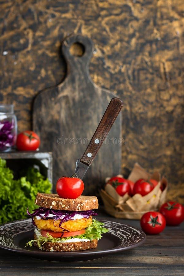 素食者三明治用米炸肉排 图库摄影