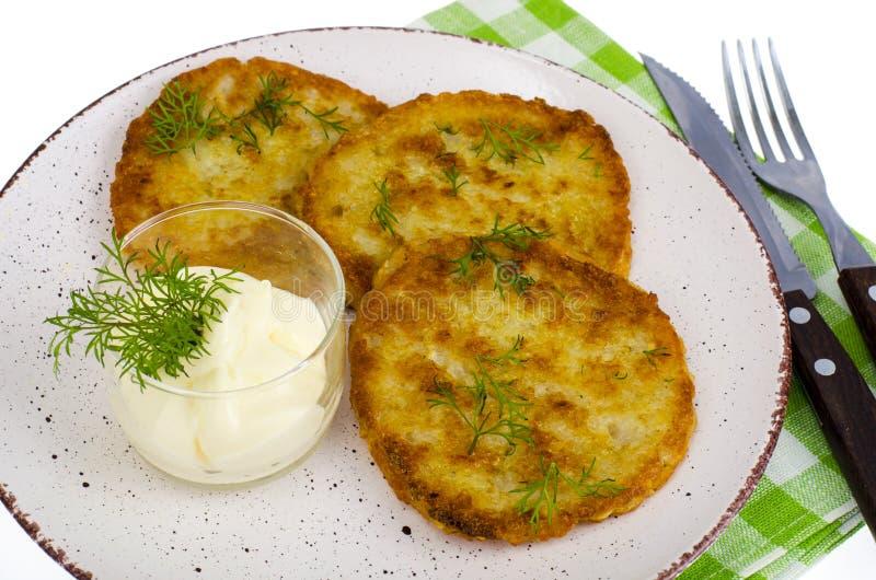 素食菜油煎的土豆薄烤饼用调味汁 库存照片