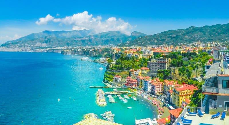 索伦托市,阿马飞海岸,意大利鸟瞰图  免版税库存图片