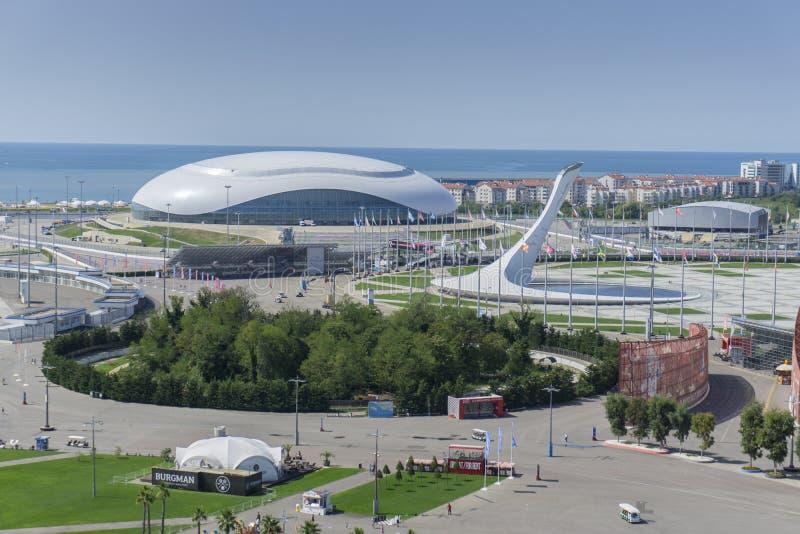 索契,俄罗斯- 9月11 :Bolshoy冰奥运会圆顶和火2017年9月11日的 图库摄影