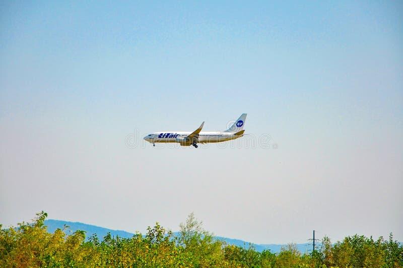 索契,爱德乐,俄罗斯- 2018年10月8日- UTair航空公司飞机  免版税图库摄影