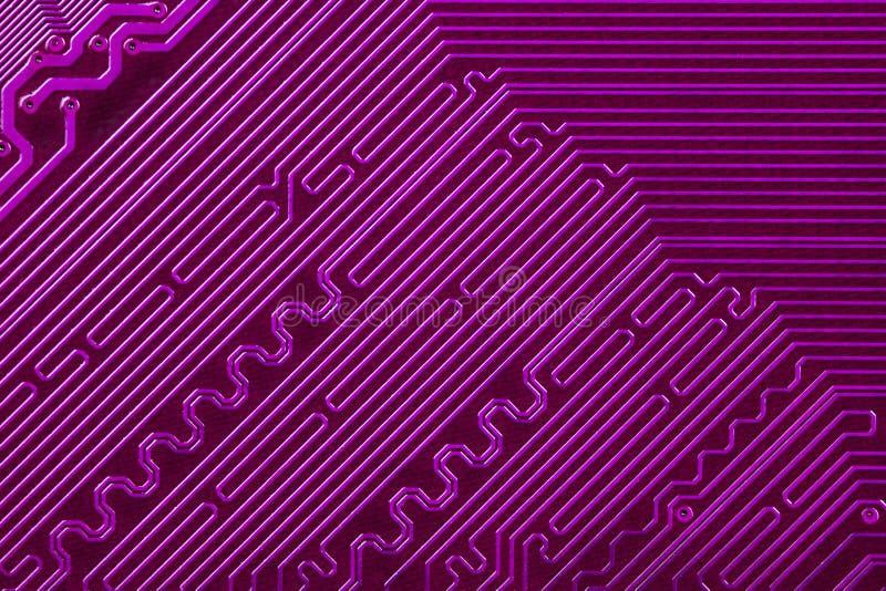 紫罗兰色董事会电路电子的路径 库存图片