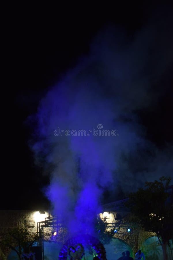 紫罗兰色装饰抽烟以色列,迪莫纳,庆祝`平均观测距离`的霍尔在附近2018年- 免版税图库摄影
