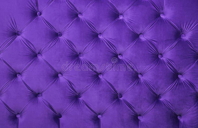紫罗兰色capitone装缨球织品室内装饰品纹理 图库摄影