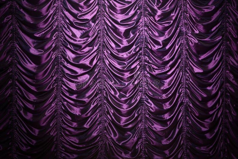 紫色丝绸窗帘 免版税图库摄影