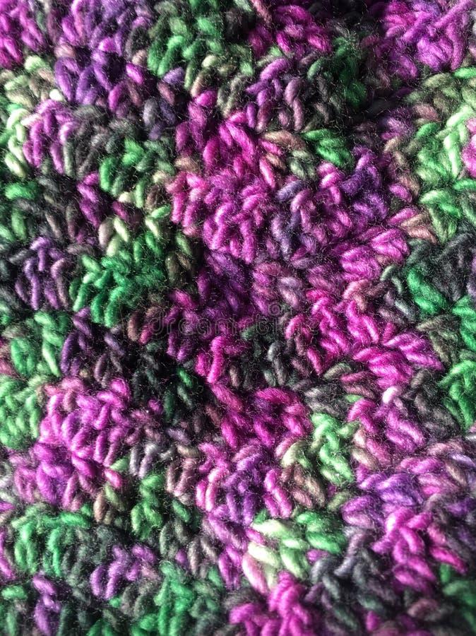 紫色和绿色钩针编织 免版税库存图片