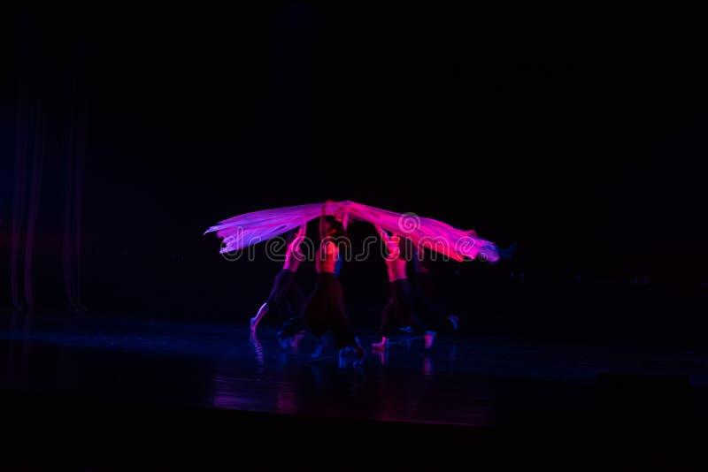 紫色围巾14--舞蹈戏曲驴得到水 免版税库存照片