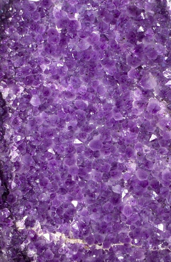 紫色的背景水晶 库存照片