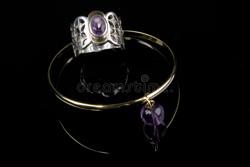 紫色的镯子环形 库存图片