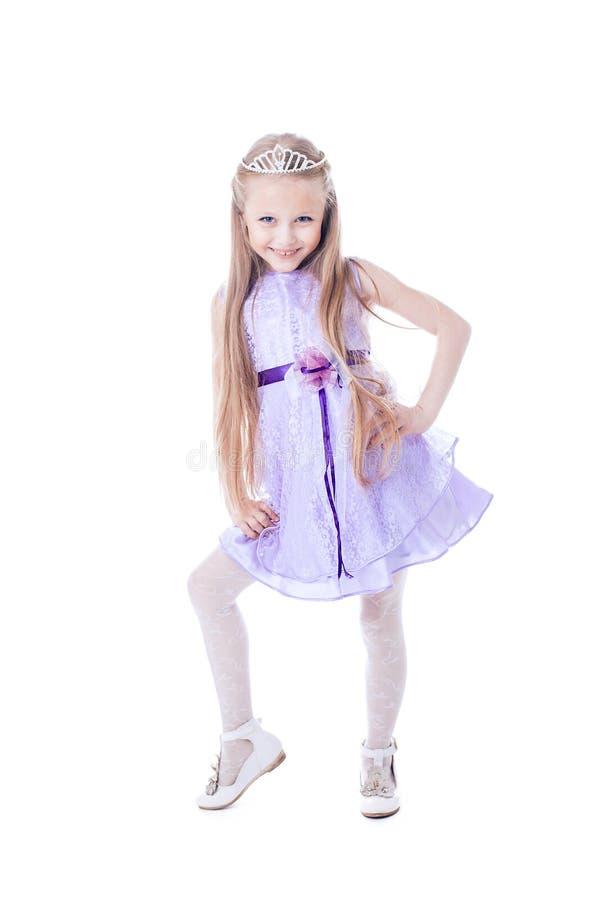 紫色礼服的美丽的小女孩 免版税库存图片