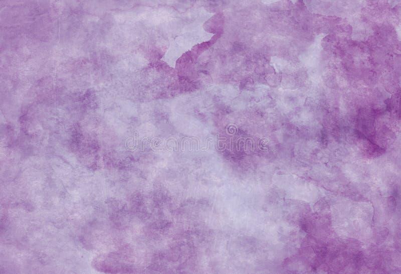 紫色纸羊皮纸背景,上面有不良的古董污渍、墨迹溅落、白色褪色的粒状水色污渍,优雅 库存照片