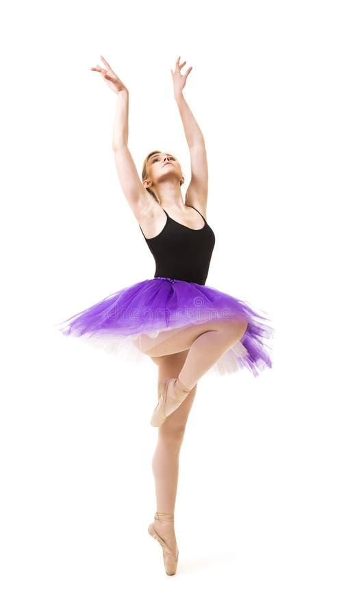 紫色芭蕾舞短裙和黑紧身连衣裤舞蹈芭蕾的女孩 免版税库存图片