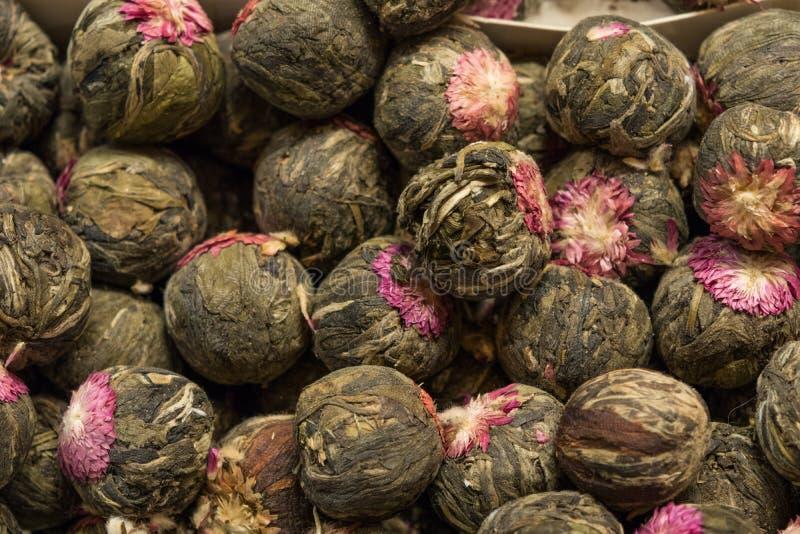 紫色蓟花干燥清凉茶背景 库存照片