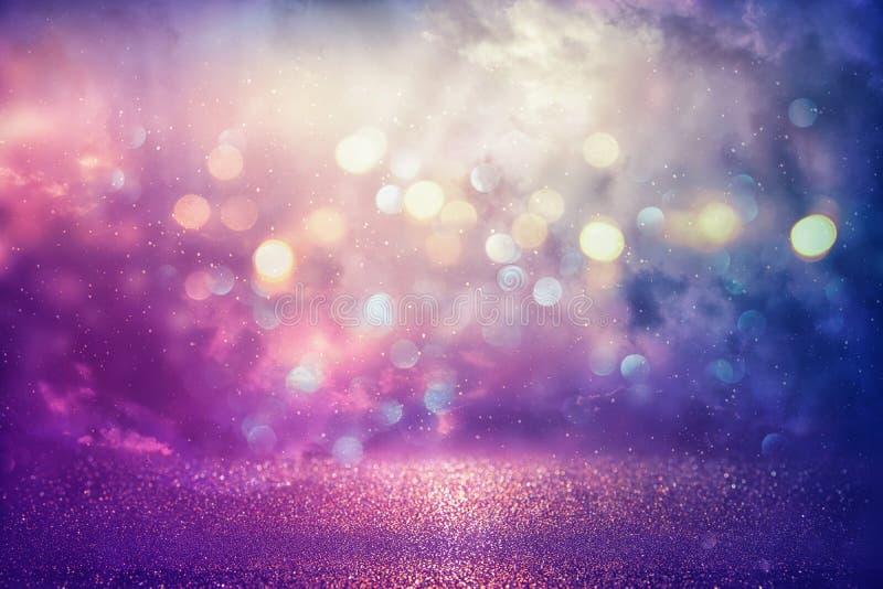 紫色闪烁点燃背景 defocused 图库摄影