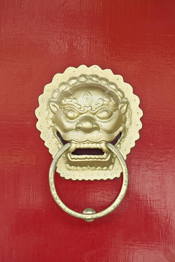繁体中文与龙的通道门环作为监护人的标志 图库摄影