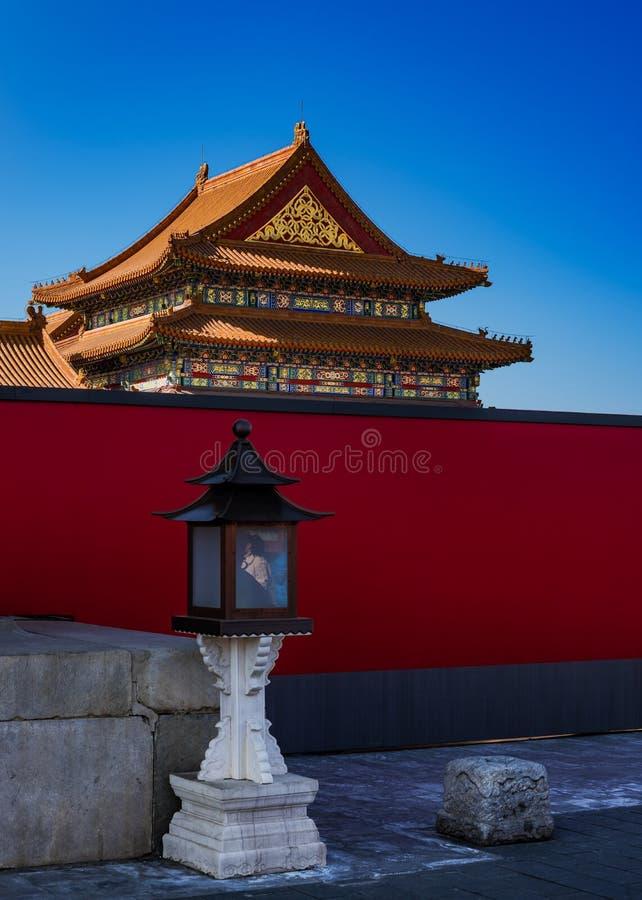 繁体中文灯笼和大厦在故宫 免版税库存图片