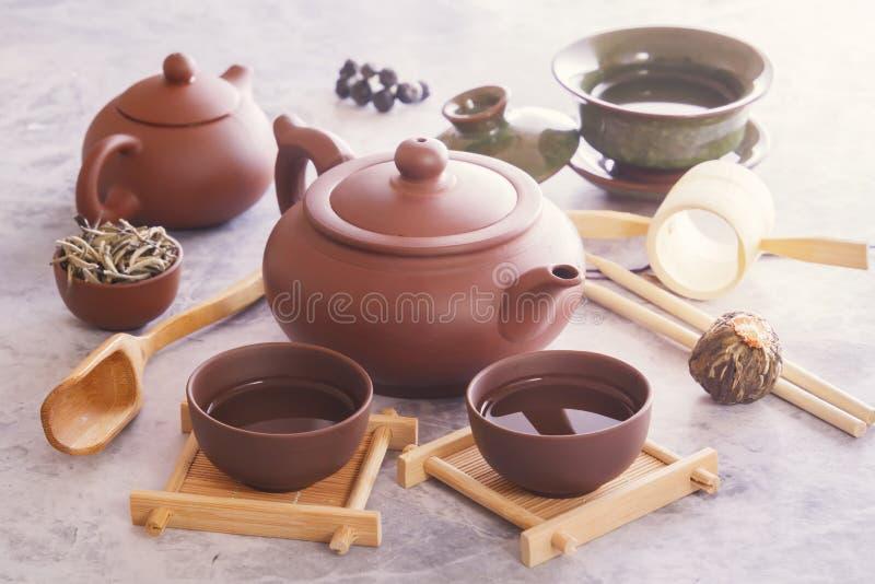 繁体中文茶杯、陶瓷茶壶和茶道属性 库存图片