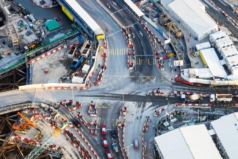 繁忙的交叉路鸟瞰图有移动的汽车的 香港 免版税图库摄影