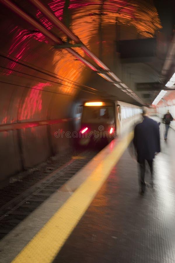 繁忙的地铁平台在罗马,意大利 免版税库存图片