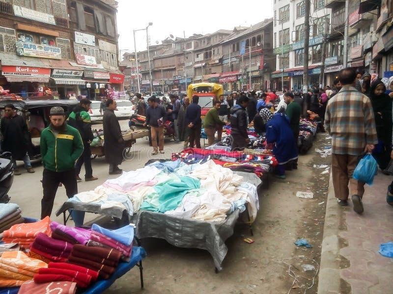 繁忙的市场在斯利那加克什米尔印度 免版税库存图片