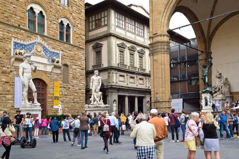 繁忙的方形的广场della Signoria在佛罗伦萨 免版税库存图片