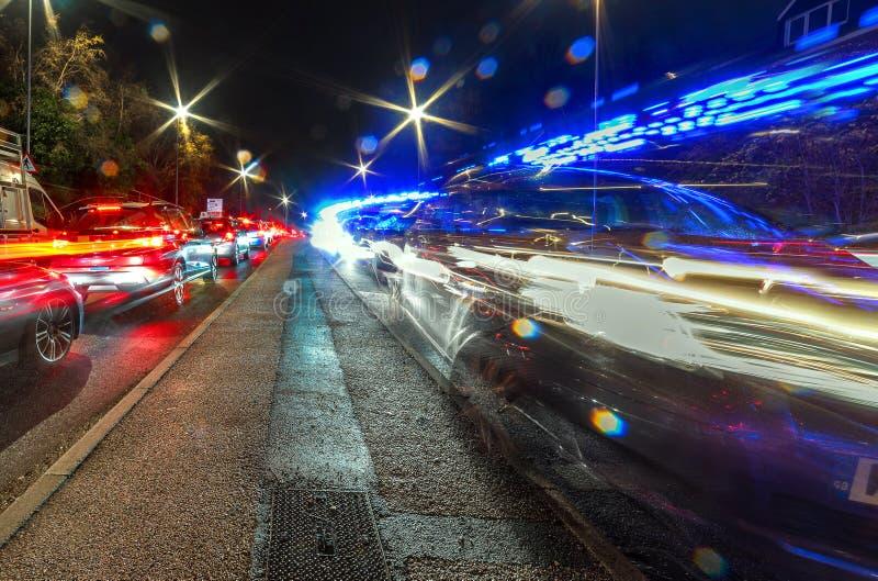 繁忙的英国机动车路高速公路交通夜视图  免版税图库摄影