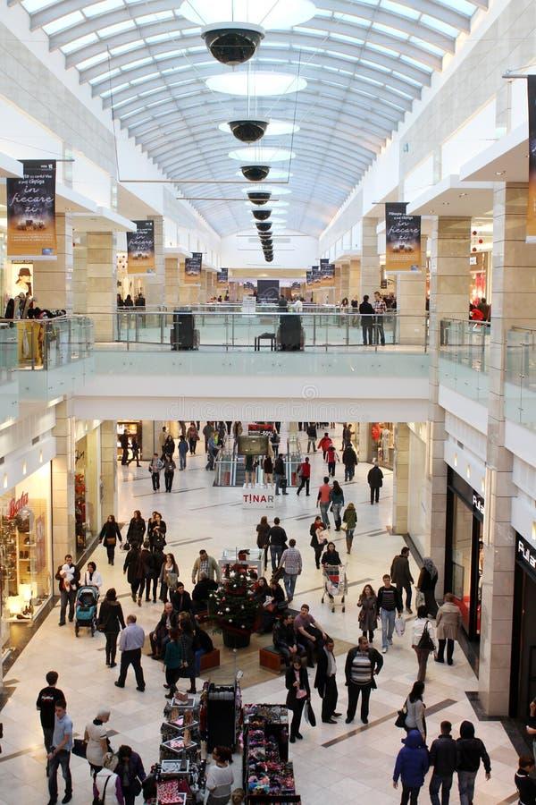 繁忙的购物中心 免版税库存照片