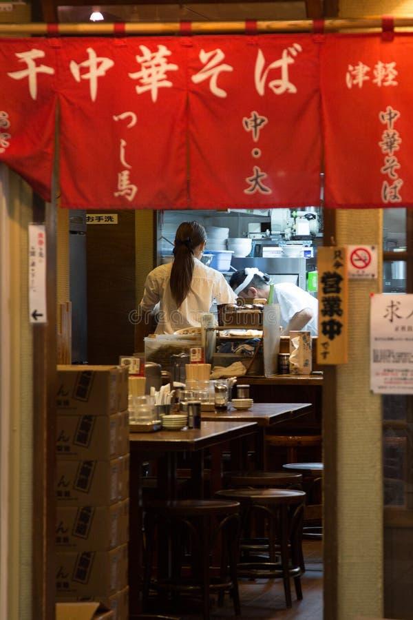 繁忙的餐馆在东京 库存照片