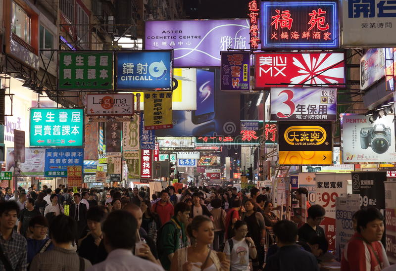 繁忙的香港市场晚上街道寺庙 免版税库存照片