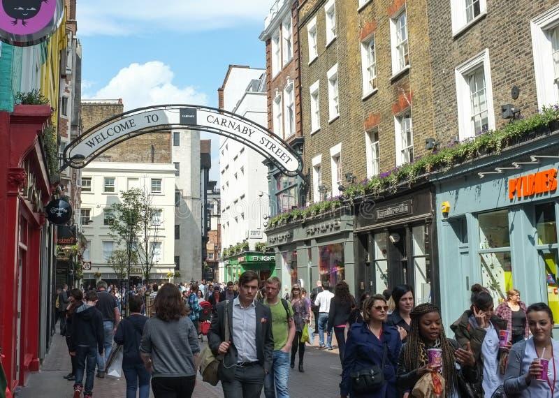 繁忙的Carnaby街,伦敦,英国 免版税库存照片