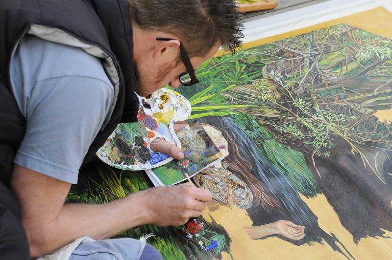 繁忙路面街道的艺术家创造绘画 库存图片