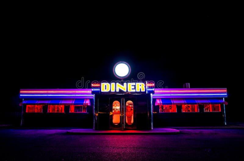 繁荣昌盛的美国吃饭的客人在晚上 免版税库存图片