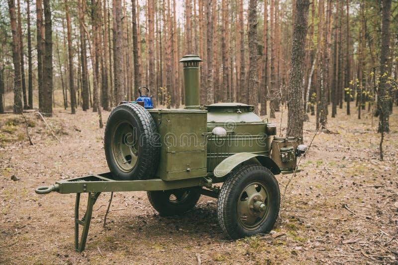 红军的森林WWII设备的俄国苏联第二次世界大战野外用的全套炊具 库存图片