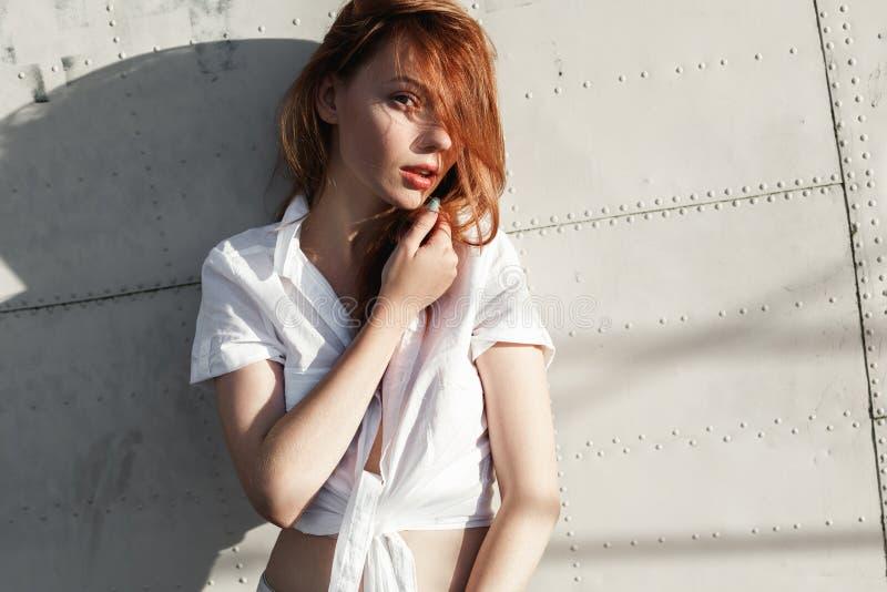 红发女孩特写镜头画象  图库摄影