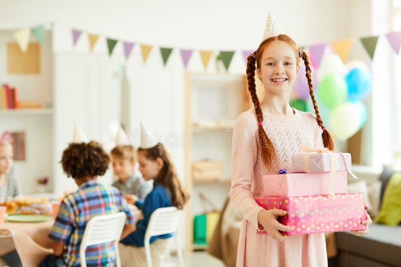 红发女孩藏品生日礼物 免版税库存照片