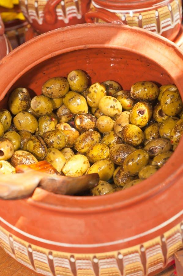 红土瓦器碗新作, pittless橄榄 库存照片