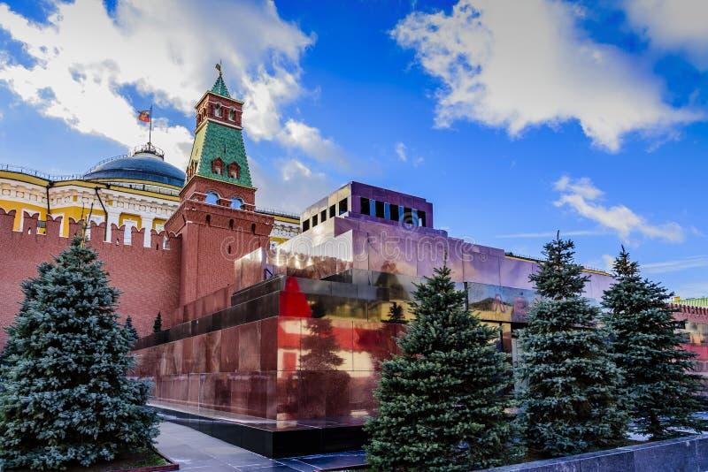 红场 列宁陵墓和克里姆林宫参议院塔在一好日子的日落在晚秋天 莫斯科俄国 库存图片