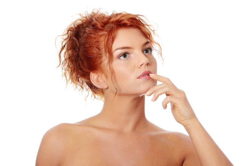 红头发人妇女年轻人 免版税库存照片