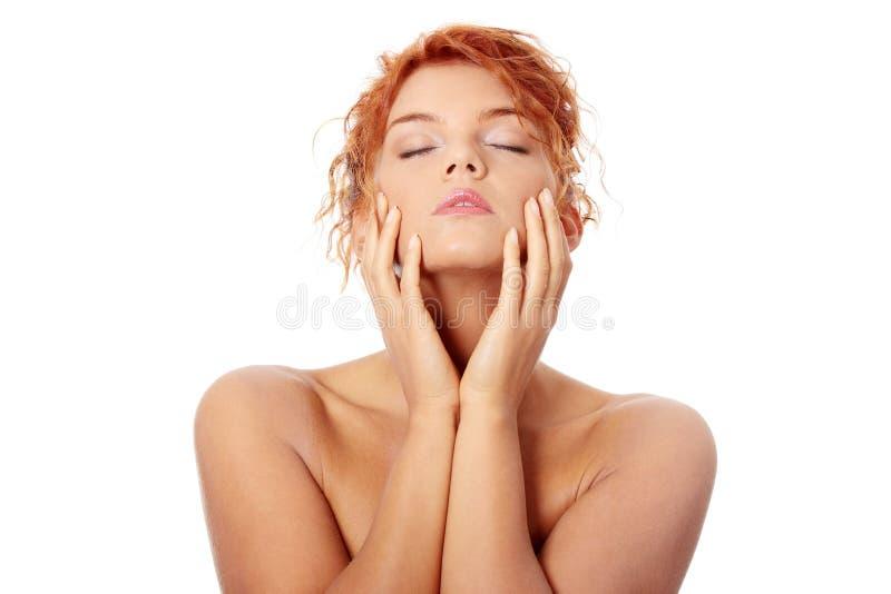 红头发人妇女年轻人 免版税库存图片
