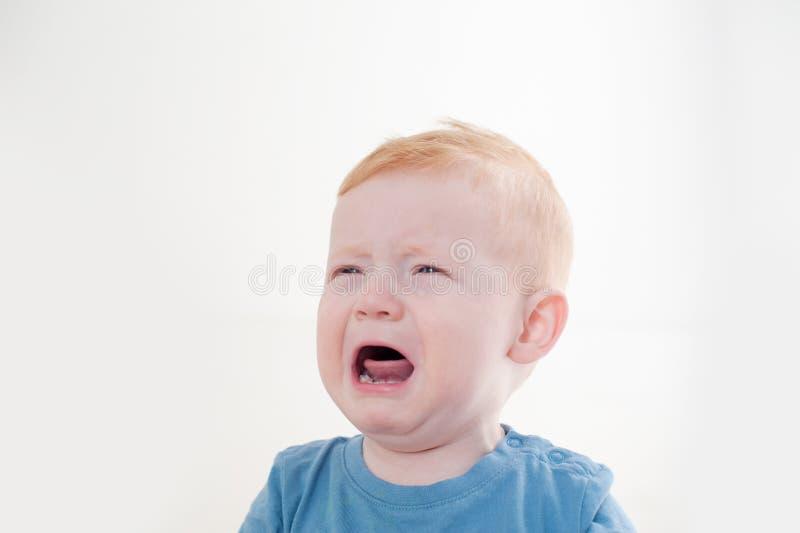 红头发人男孩哭泣 免版税库存图片